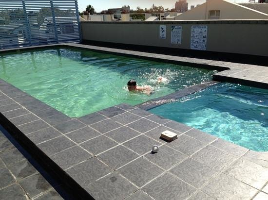 Waldorf Sydney Central Serviced Apartments : quick dip in the pool