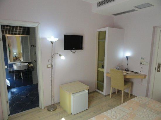 Theranda Hotel: My Guestroom
