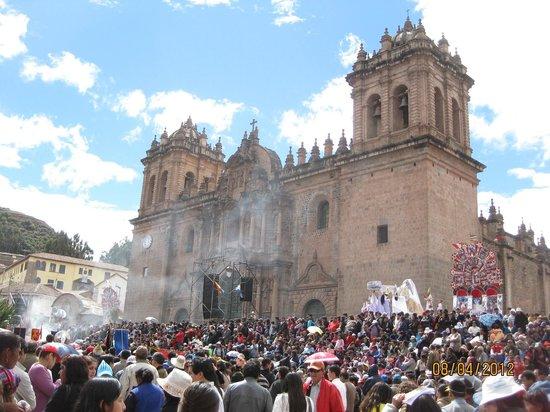 Mamma Cusco Hostel: la catedral y la celebracion del Corpus Christi