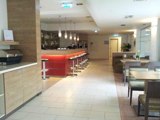 FourSide Hotel & Suites Vienna: Bar