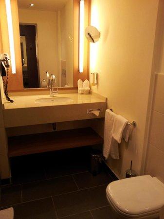 FourSide Hotel & Suites Vienna: Bad