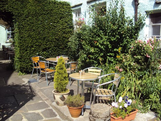 Charlie's Cafe Bar: Sunny garden seating