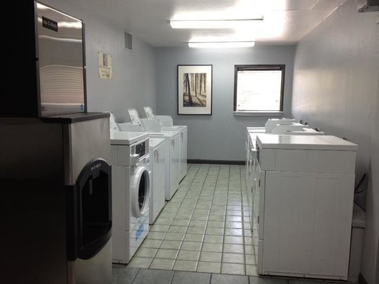Motel 6 Atlanta Northwest - Marietta: Laundry Area