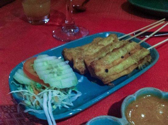 Doi Intanon Thai Restaurant: Chicken satay starter