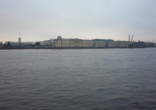 Finlyandsky Railway Station: В разное время года и при разной погоде ...