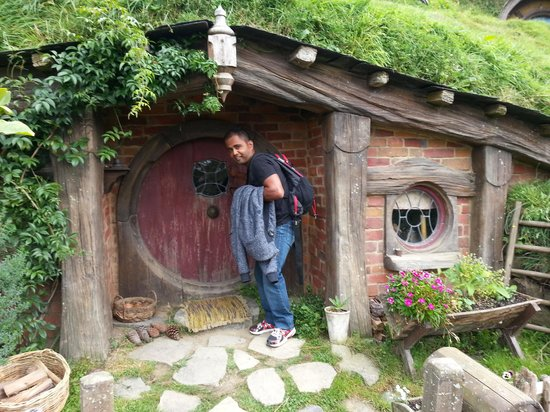 FlexiToursNZ  Day Tours: Checking to see any Hobbits were around