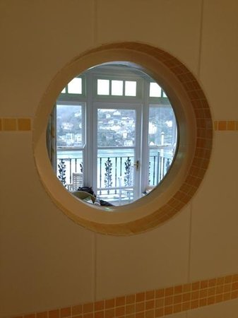 Nonsuch House: duschen mit aussicht in die bucht!
