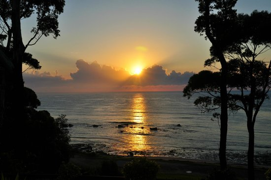 Mollymook Beach Waterfront: Morning Sunrise from Verandah