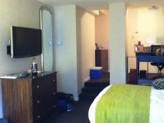 MileNorth Hotel: 11th floor room :)