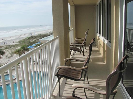 Courtyard Jacksonville Beach Oceanfront: Great balcony running length of suite