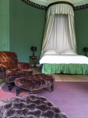 B&B de Corenbloem: The very palatial and confortable bed in the empire suite.