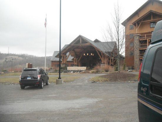 Hope Lake Lodge & Conference Center: lobby and restaurant front