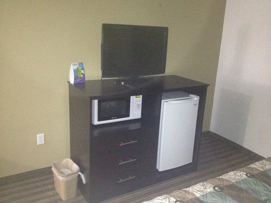 Super 8 Brenham TX: The microwave, refrigerator, TV