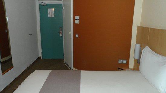Ibis Glasgow City Centre: Ibris Hotel bedroom