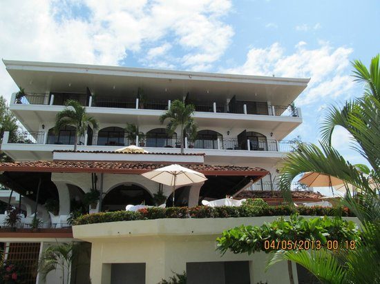 La Mariposa Hotel : Looking at the hotel from the pool area