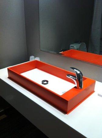 Hotel BLOOM!: bathroom