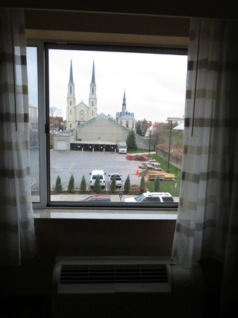 Courtyard Fort Wayne Downtown at Grand Wayne Convention Center: nice view from room not on ballfield side