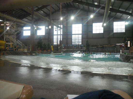 ‪Cascades Indoor Waterpark‬