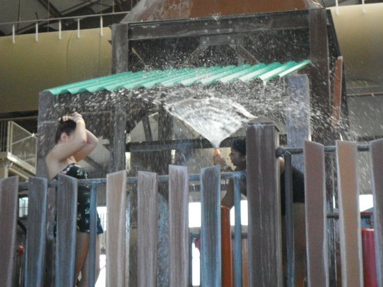 Cascades Indoor Waterpark: play area of waterpark
