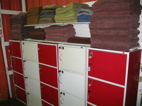 Serenity Massage and Spa: Clothes lockers and towels etc