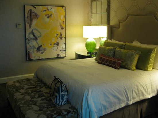 Four Seasons Hotel Las Vegas: Newly remodeled standard room