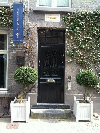 Den Gouden Harynck : A closed restaurant.