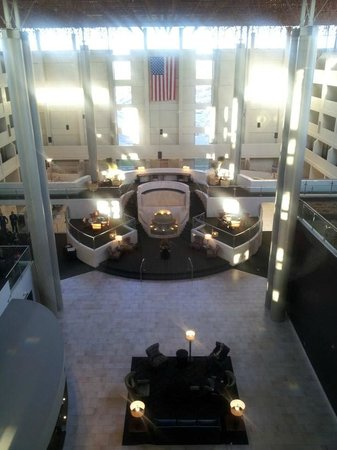 Crowne Plaza Indianapolis Airport : Lobby from Glass elevator on 5th floor (Pool under the flag)
