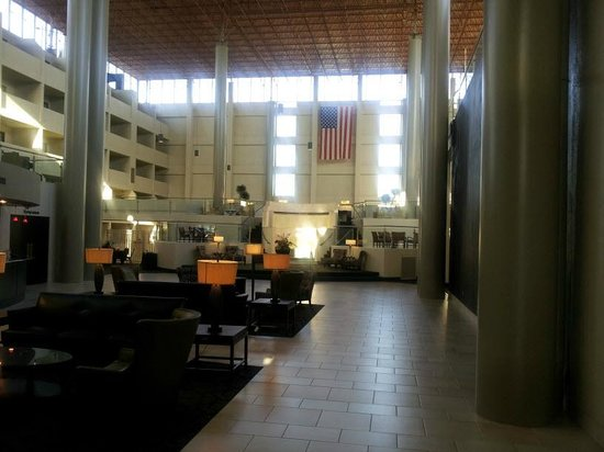Crowne Plaza Indianapolis Airport: Shot from 1st floor