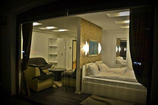 Hotel Theranda: Dhoma