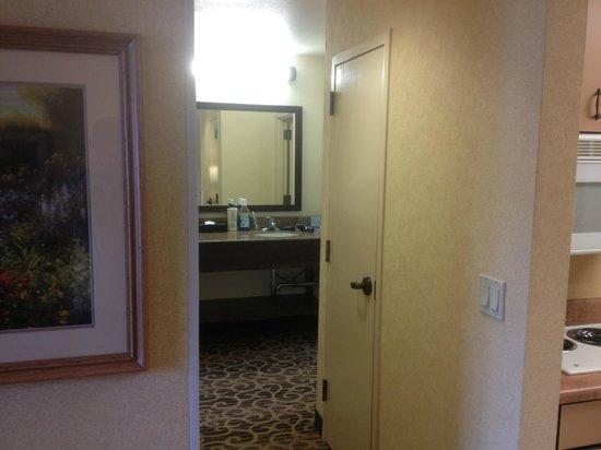 Hampton Inn and Suites Park City: Hall coat closet
