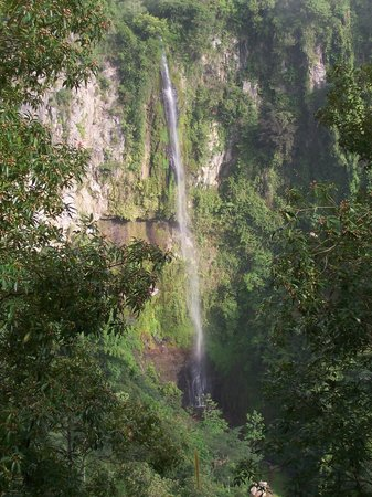 Salatiga, Indonesia: Kali Pancur fall across the ravine