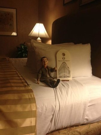 The Brown Palace Hotel and Spa, Autograph Collection: Pee Wee enjoying the suitelife