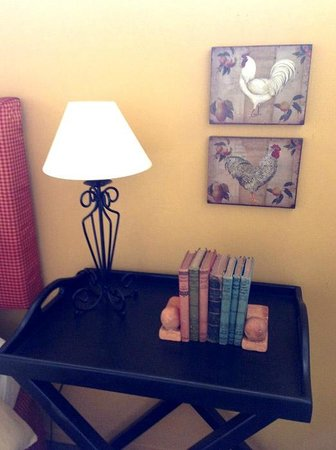 Maison du Bois: Bedside table