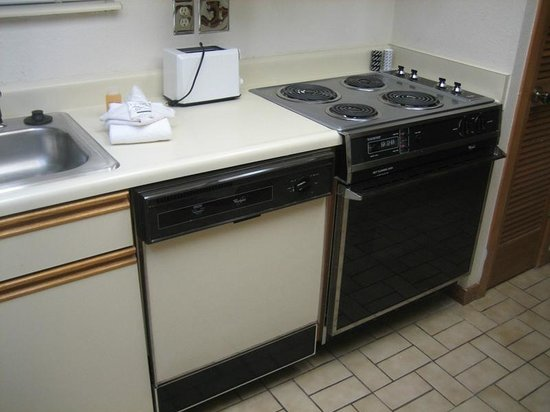 Country Club Hotel & Spa: I had the same appliances in my home in the early 80s