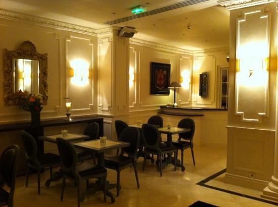 Hotel de Monaco : espace petit Dej + réception
