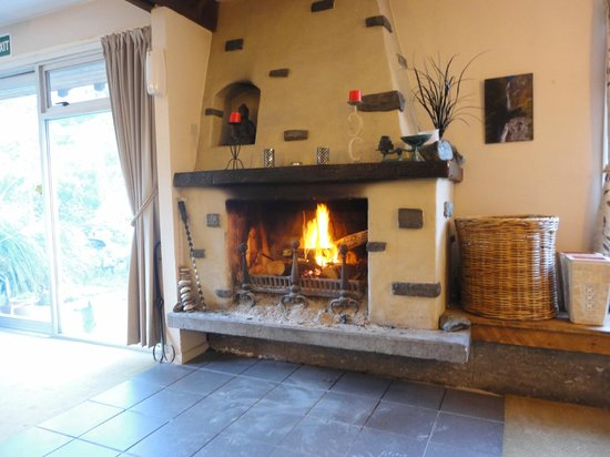 Arthurs Chalet: The cosy fireplace