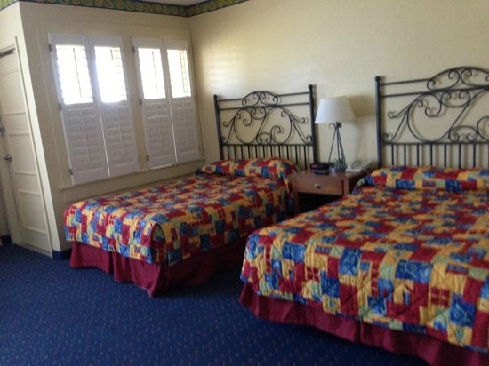 Lake Blackshear Resort and Golf Club: double beds in villa...