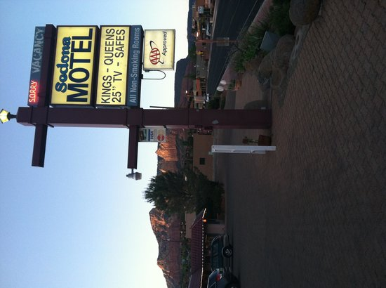 Sedona Motel: Located on corner of 179& 89A