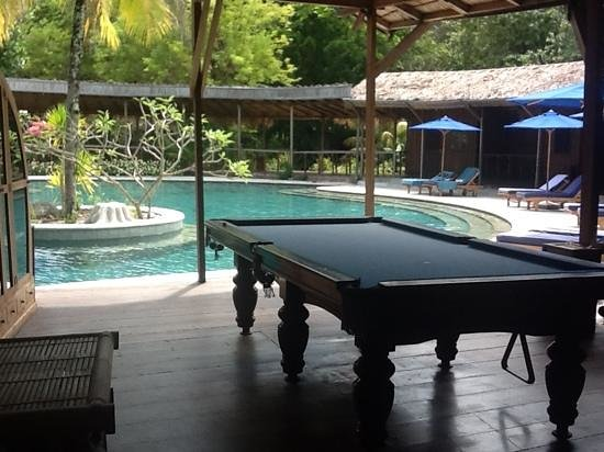 Siladen Resort & Spa: library and pool table