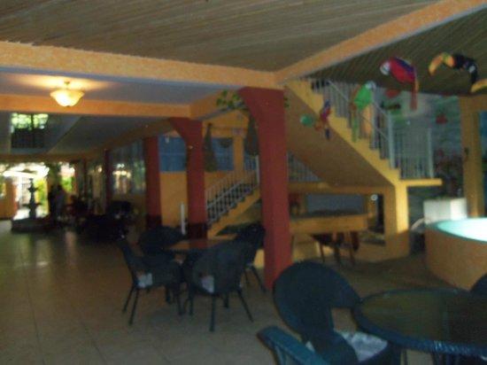 Posada el Delfin: hotel grounds