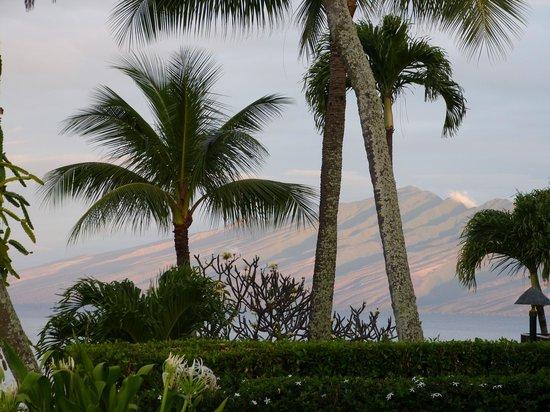 Napili Kai Beach Resort: view of molokai from our room