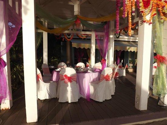 Sugar Beach Golf & Spa Resort : restaurant de plage
