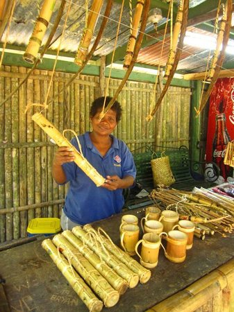 Subic Bay Freeport Zone, Philippines: Handicrafts on sale at Aeta stalls