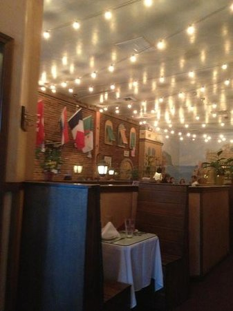 Cirinos At Main Street: fun interior