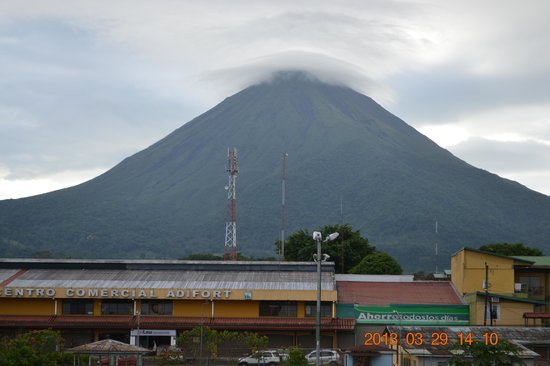 Hotel Las Colinas: Arenal Volcano from the hotel terrace (on a clear day)