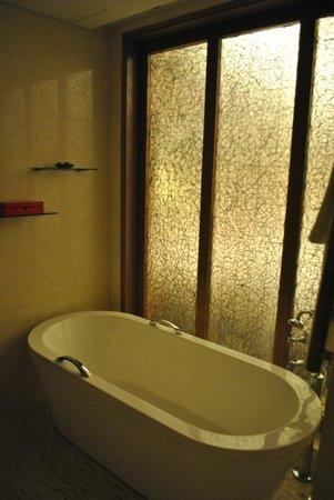 InterContinental Saigon Hotel: Nice modern bathroom