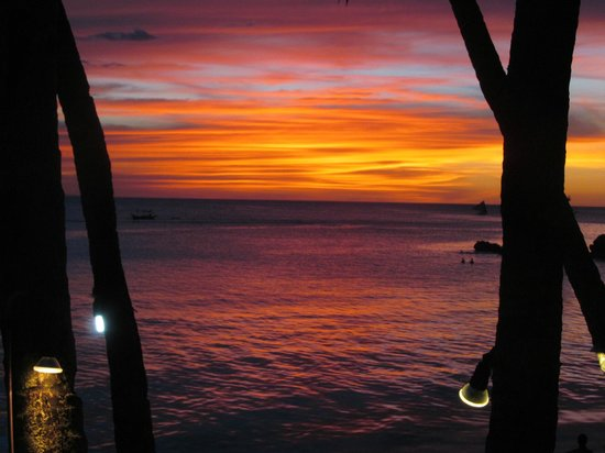 True Home Hotel, Boracay: Sunset from our balcony!