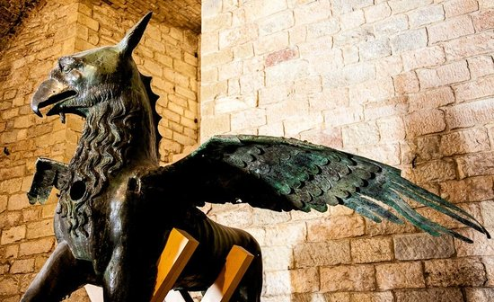 Galleria Nazionale dell'Umbria: The griffin