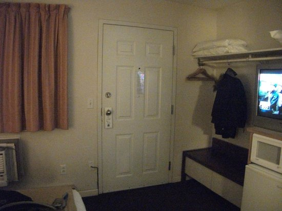 The Recreation Inn & Suites: Door out of room to outside and parking