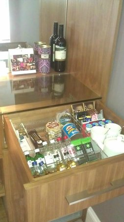 Rudding Park Hotel: Mini Bar - again!